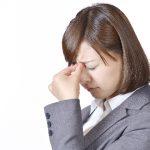 【花粉症】目の痙攣が起きる2つの理由と効果的な対策まとめ